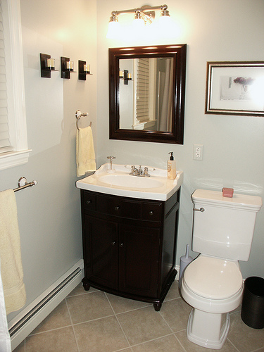 Simple bathroom designs for everyone kris allen daily - How to design a small bathroom ...