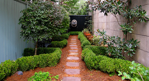 Simple backyard landscaping: Deal with your small backyard ... on Simple Small Backyard Ideas id=47698
