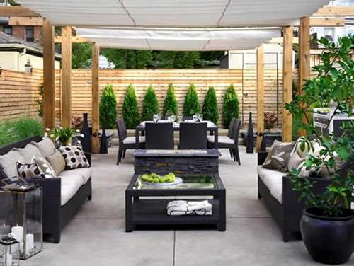 Small patio designs: Tips to make it look bigger   Kris ...